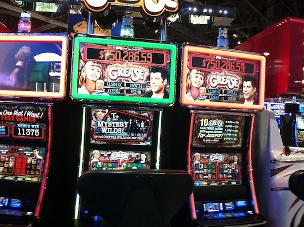 play grease slots online